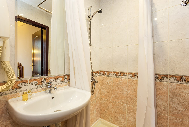 Единична икономична стая - баня